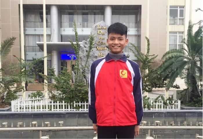 Sinh viên Trần Quốc Tuấn trường đại học công nghiệp Hà Nội