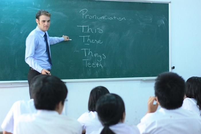 Hình ảnh thấy thầy giáo khen mình trước mặt cả lớp là điềm báo về sự an yên, tốt lành