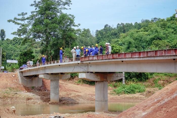 Nằm mơ thấy xây dựng cầu vượt qua sông